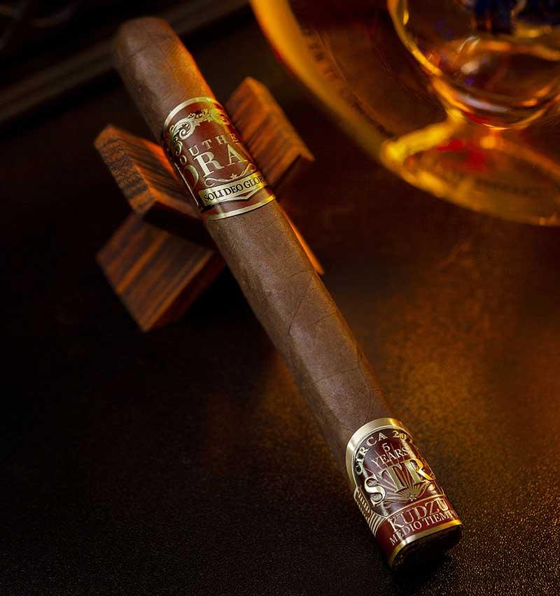 xì gà Southern Draw Kudzu Lustrum sẽ ra mắt tại Cigars International ở Hamburg